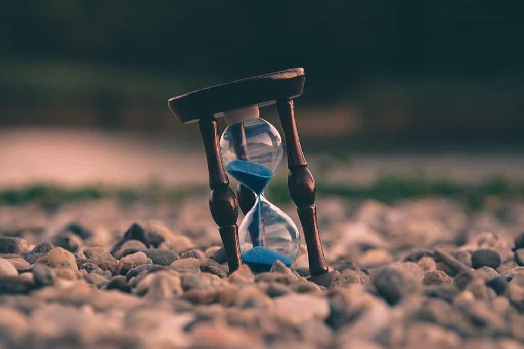 残り少ない砂時計の砂