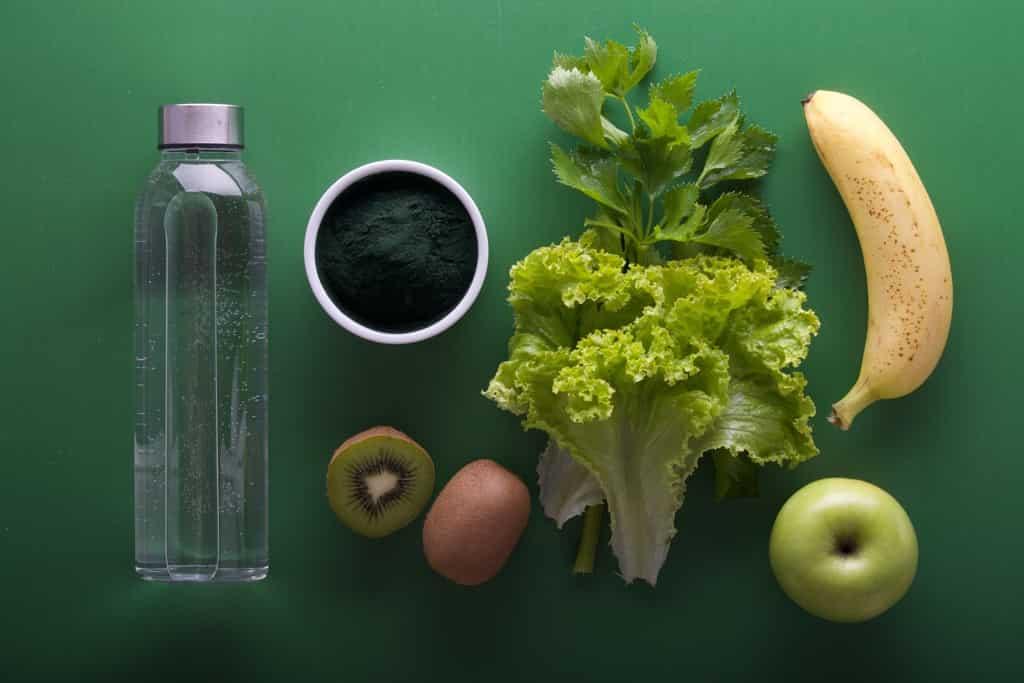 野菜中心のヘルシーな食事の写真