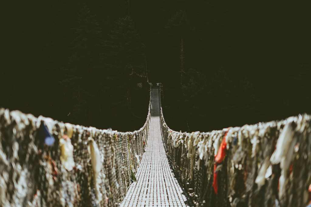 縄でできた吊り橋